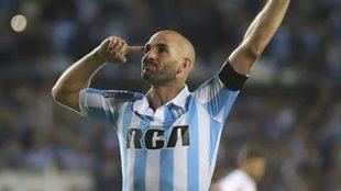 Lisandro López firmará por seis meses en Racing