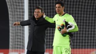 Enzo Pérez atajó en un partido histórico ante Independiente Santa...