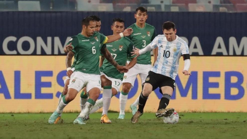 Leo Messi marcó un doblete frente a Bolivia