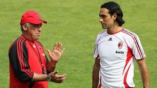 Carlo Ancelotti y Alessandro Nesta durante la etapa en que...