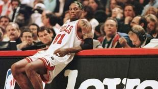 Dennis Rodman en un partido en su etapa de jugador profesional con los...