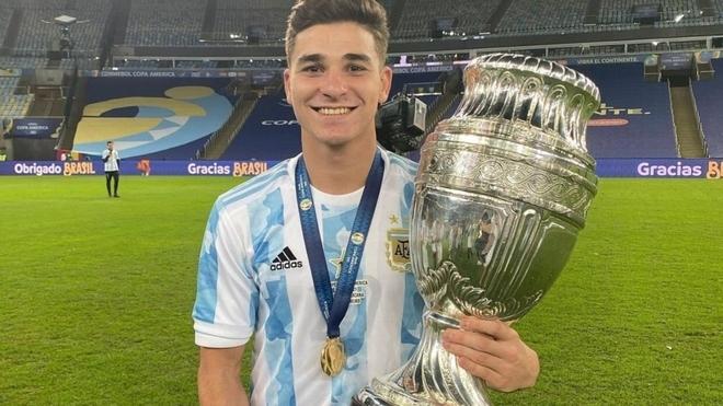 Julián Álvarez fue campeón de la Copa América 2021 con la...