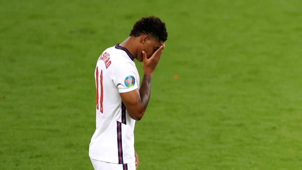 Marcus Rashford lamenta el penalti perdido en la final de la Eurocopa...