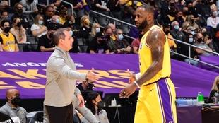 LeBron James (36) durante un partido con los Lakers.