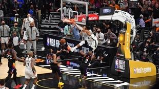 Milwaukee Bucks se impone 3-2 a Phoenix Suns