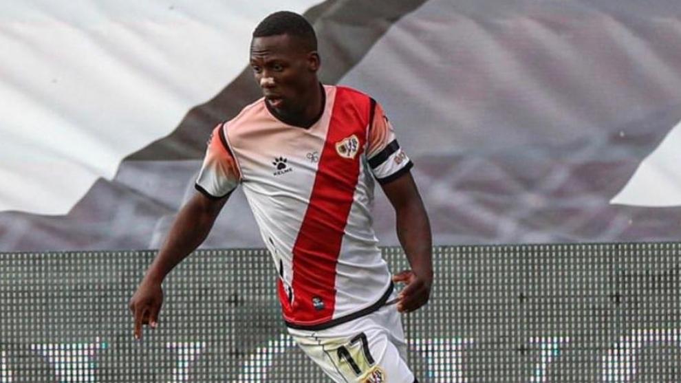 Luis Advíncula (31) en un partido con el Rayo Vallecano.