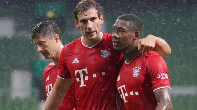 Goretzka y Alaba festejan un gol con el Bayern.