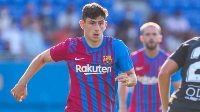 Demir, en acción con la camiseta del Barcelona.