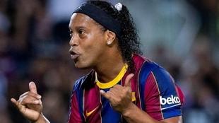 Ronaldinho (41) en un partido con los veteranos del FC Barcelona.