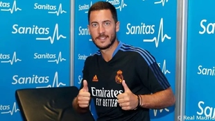 Hazard realizando las pruebas médicas con el Real Madrid