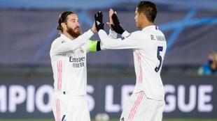 Sergio Ramos y Raphäel Varane los dos centrales históricos del Real...