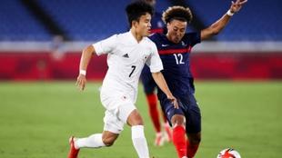 Kubo (20) en un partido con la selección olímpica de Japón en Tokyo...