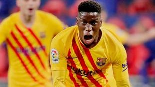 Ilaix Moriba (18) celebra un gol con el FC Barcelona.