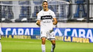 Leo Morales celebra el gol de la victoria.
