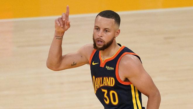 Stephen Curry seguirá en los Golden State Warriors