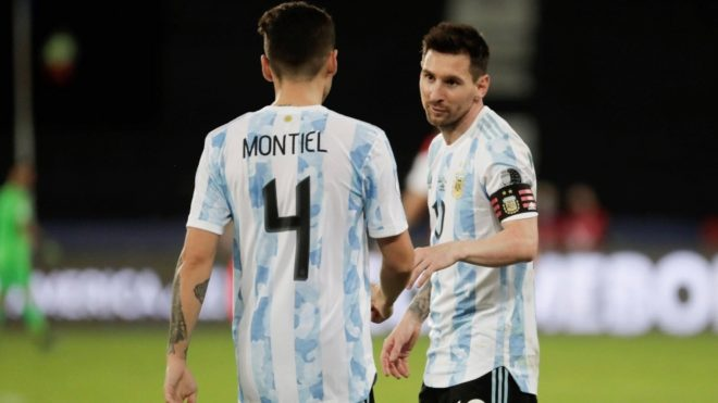 Leo Messi y Gonzalo Montiel son dos de los jugadores que cambiaron de...