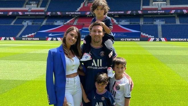 Leo Messi junto a su familia en París