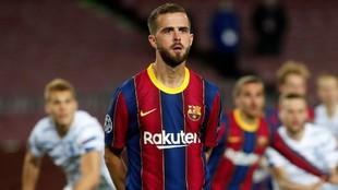 Pjanic, durante un partido con el Barcelona