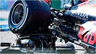 Espeluznante imagen del accidente entre Verstappen y Hamilton.