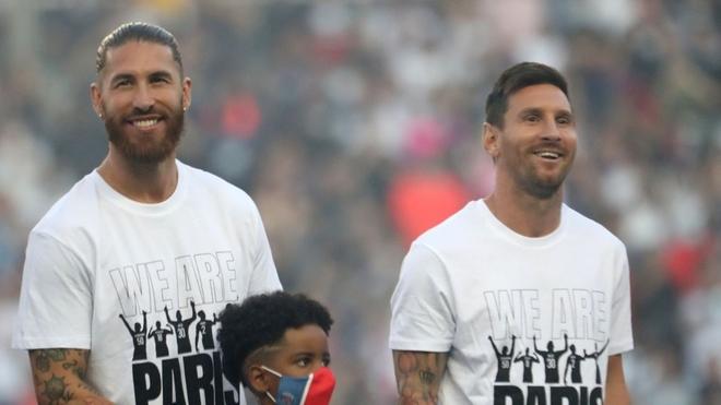 Sergio Ramos en su presentación junto a Leo Messi