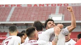 José López celebra su gol, el de la victoria.