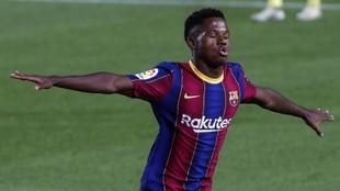 Ansu Fati celebra un gol.