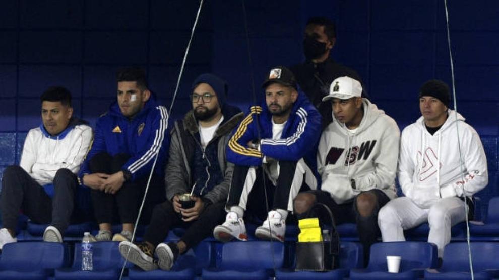 Carlos Zambrano, Edwin Cardona, Sebastian Villa viendo el partido de Boca contra  Defensa y Justicia