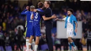 Tuchel saludando a sus jugadores en su estreno en Champions League