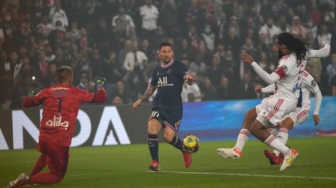 Leo Messi hizo su estreno en el Parque de los Príncipes