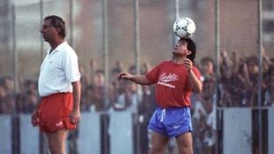Maradona y Bilardo en un entrenamiento con el Sevilla