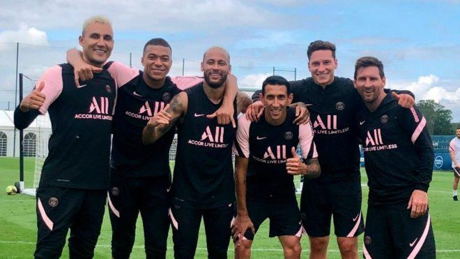 Navas, Mbappé, Neymar, Di María, Draxler y Messi, en un...