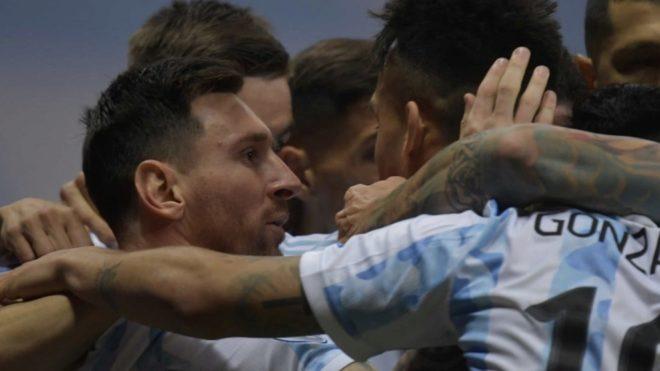 Argentina va contra Paraguay.