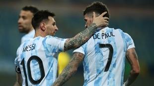 Leo Messi y Rodrigo De Paul, las dos figuras de la Selección...