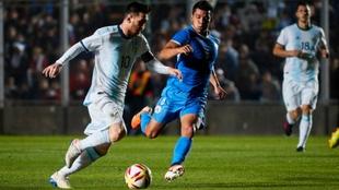 Leo Messi jugando en el Estadio San Juan