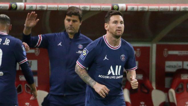 Pochettino y Messi, durante un partido con el PSG.