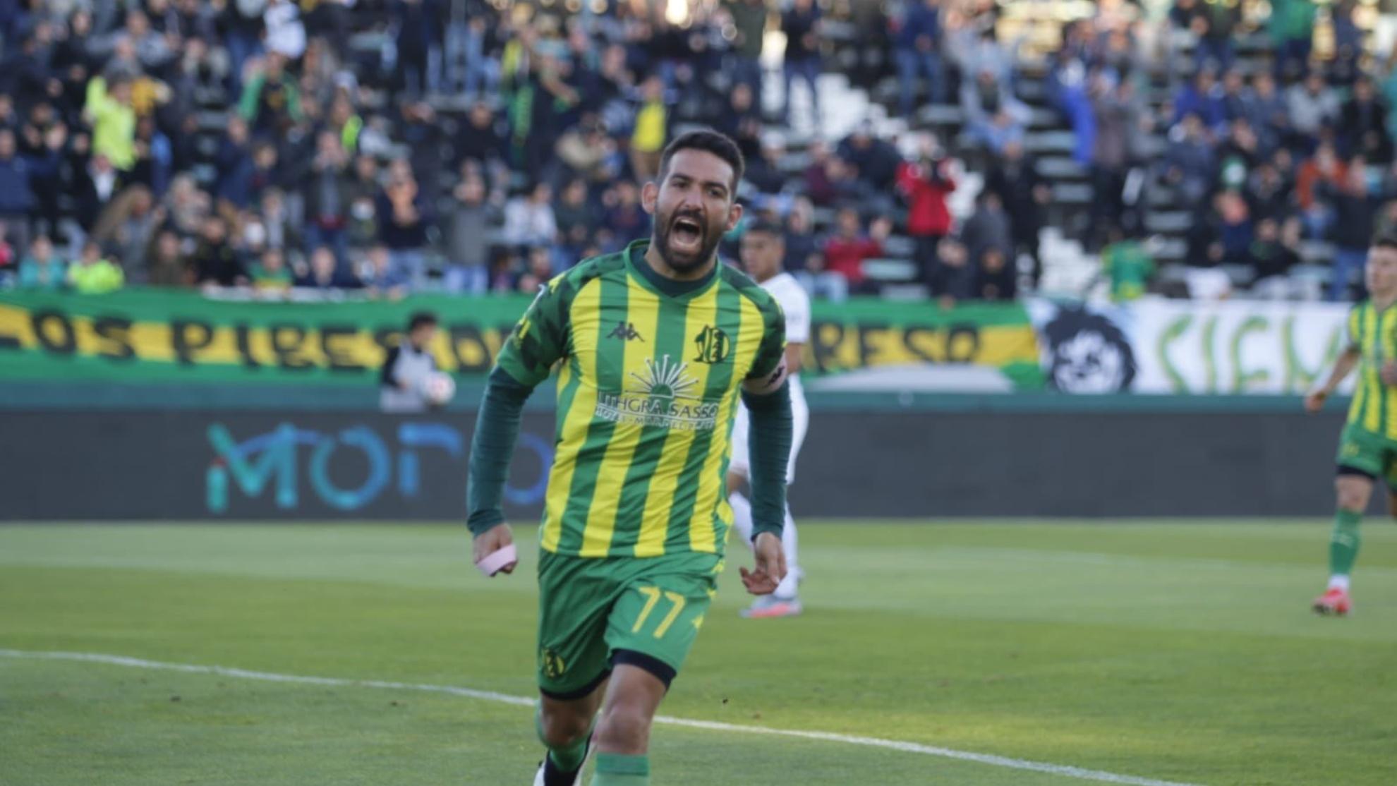 Martín Cauteruccio gita el gol de la victoria