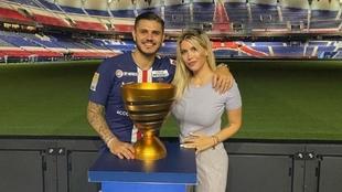 Mauro Icardi junto a Wanda Nara al término de un partido.