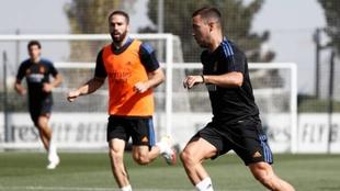 Hazard y Carvajal entrenando con el Real Madrid