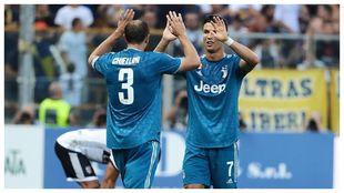 Chiellini y Cristiano durante la etapa del portugués en la Juve.
