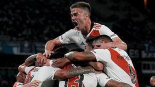 El festejo del primer gol del partido.